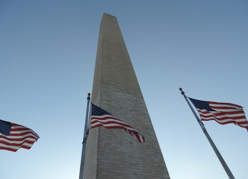 Washington-Monument-with-flags